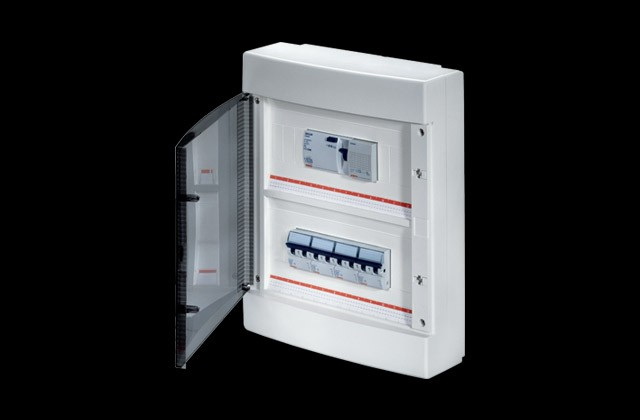 40 CD RANGE SURFACE-MOUNTING DISTRIBUTION BOARDS