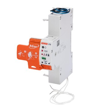 Automatic reclosing devices with preventive check of the insulation and of the short circuit