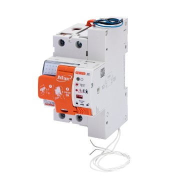 Automatic reclosing devices with preventive check of the insulation